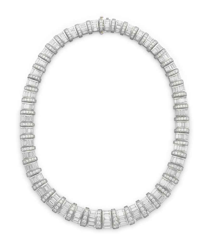 A DIAMOND 'BARREL' NECKLACE, B