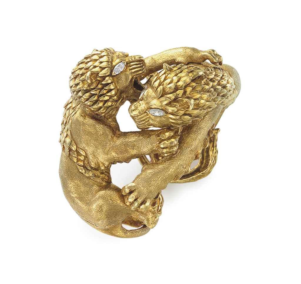 A GOLD AND DIAMOND LION CUFF B