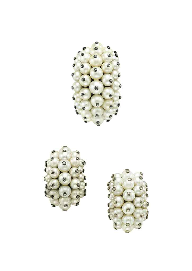 A SET OF CULTURED PEARL JEWELR