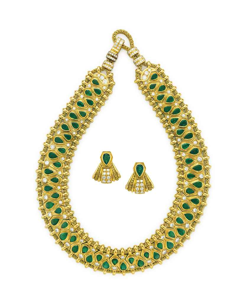 A SET OF 'HINDU' EMERALD, DIAM