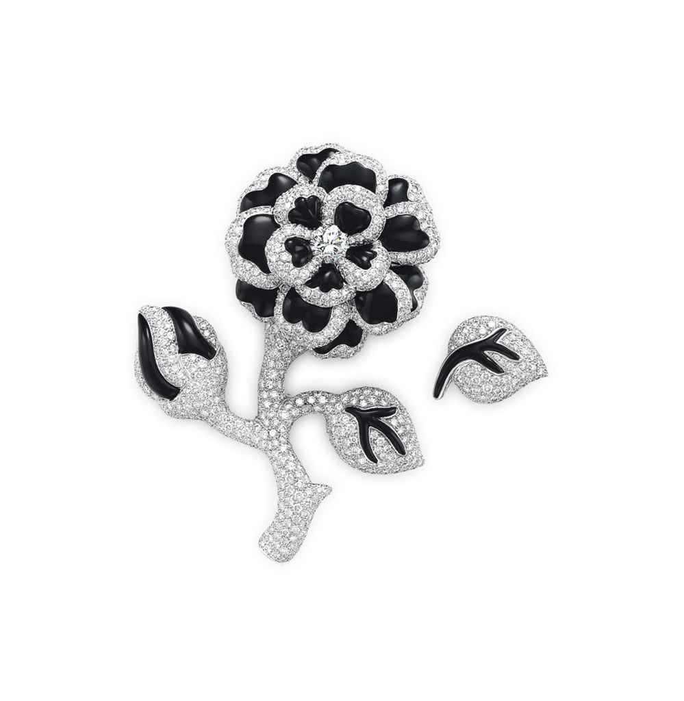 A DIAMOND AND ONYX FLOWER BROO
