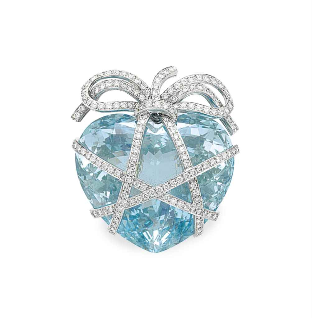 AN AQUAMARINE 'WRAPPED HEART'
