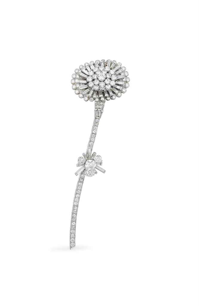 A DIAMOND FLOWER CLIP BROOCH,