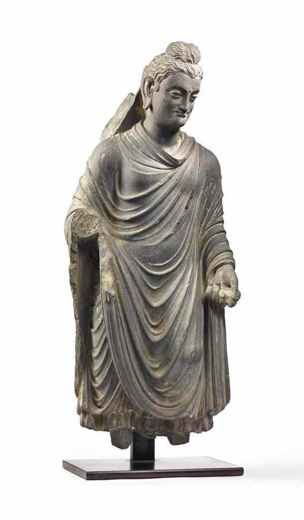 rare statue de bouddha shakyamuni en schiste gris ancienne region du gandhara iieme iiieme. Black Bedroom Furniture Sets. Home Design Ideas