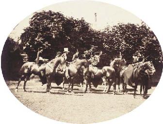 Groupe à cheval; et Couple dan