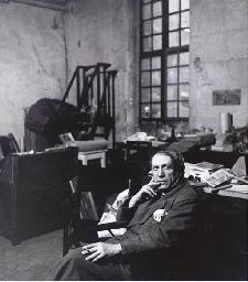 Picasso dans son studio rue de