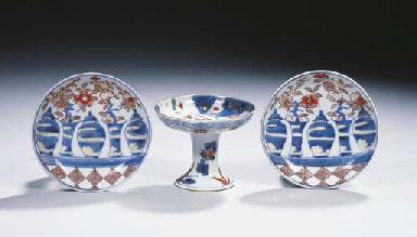 A pair of Imari saucers and a