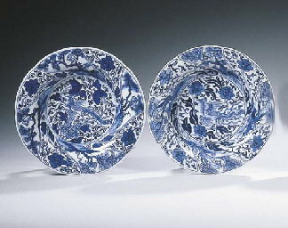 A pair of blue and white flowe
