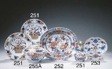 An Imari oval bowl
