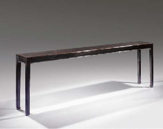 A narrow black lacquered side