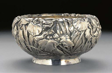 A silver flower bowl Early 20t