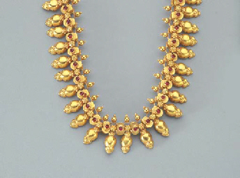 A RUBY AND GOLD FRINGE NECKLAC