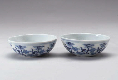 A PAIR OF BLUE AND WHITE WINE