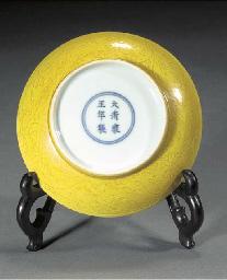 A yellow glazed saucer dish Un