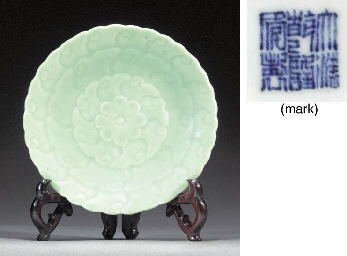 A pale celadon footed dish Und