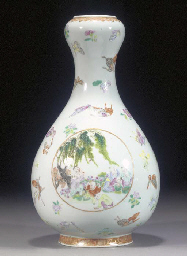 A famille rose bottle vase wit