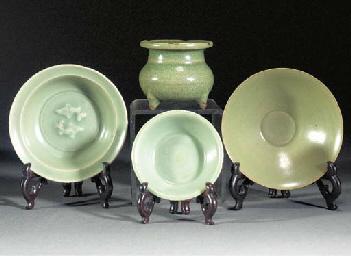 A Longquan celadon glazed dish