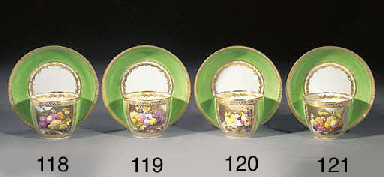 A Derby green-ground teabowl a