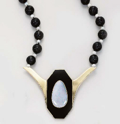 A SUITE OF ONYX AND OPAL JEWEL