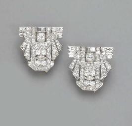 A PAIR OF ART DECO DIAMOND DOU
