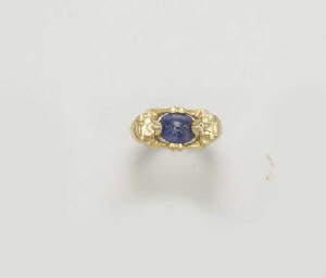 A GOLD AND SAPPHIRE RING, BY C