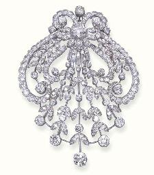 A DIAMOND AIGRETTE BROOCH