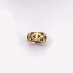 A GOLD AND TOURMALINE RING