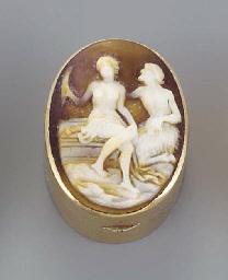 A shell cameo set gold vinaigr