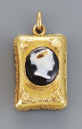 A French gold-mounted pendant