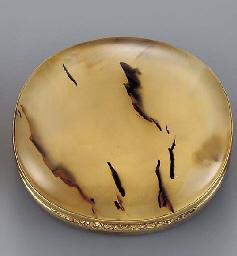 A gold-mounted agate vinaigret