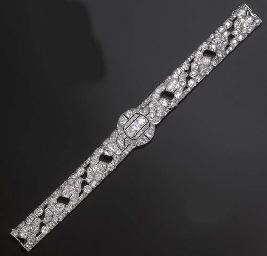 AN ART DECO DIAMOND BANDEAU/CH
