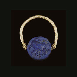 A BACTRIAN GOLD AND LAPIS FING