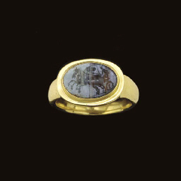 AN ITALIC BANDED AGATE RING ST