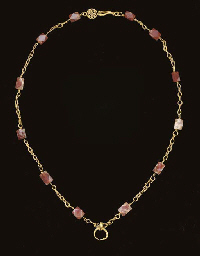 A ROMAN GOLD AND CARNELIAN NEC