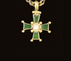 A BYZANTINE GOLD AND EMERALD P