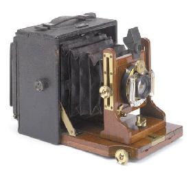 Correspondent hand camera