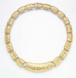 A GOLD NECKLACE, BY DAVID WEBB