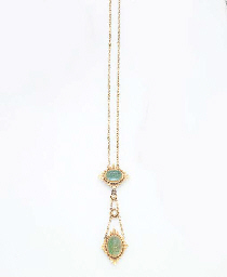 AN IMPORTANT ANTIQUE EMERALD AND GOLD PENDANT NECKLACE, BY MARCUS & CO.