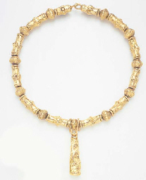 A GOLD PENDANT NECKLACE, BY JE