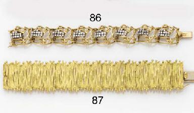 AN 18CT GOLD BRACELET BY ALAN