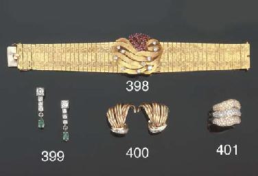 Paio di orecchini in oro, firm