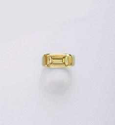A TREATED YELLOW DIAMOND RING