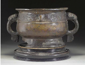 A CHINESE ARCHAIC BRONZE VESSE