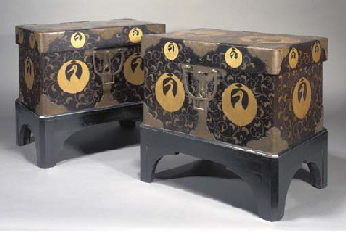 A PAIR OF JAPANESE LACQUER HAS