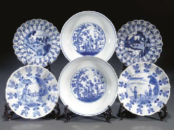 A PAIR OF BLUE AND WHITE LOBED