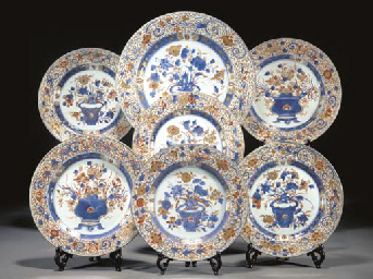 A CHINESE IMARI CHARGER AND SI
