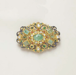 AN ANTIQUE DIAMOND, EMERALD AND ENAMEL BROOCH
