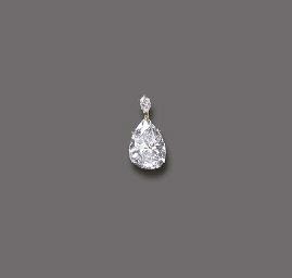 A FINE DIAMOND PENDANT, BY HAR