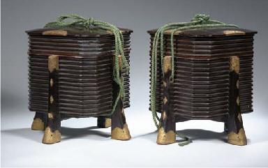 A pair of roiro-nuri square ur