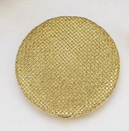 AN 18K GOLD POWDER COMPACT